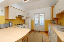 3 bedroom Flat in Coombe Road Kingston...