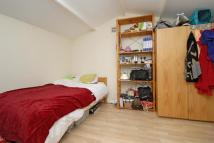 Studio flat to rent in Canbury Avenue Kingston...