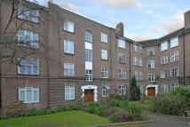 2 bed Flat to rent in Birkenhead Avenue...