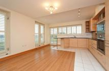 Apartment to rent in Bridge Road East Molesey...