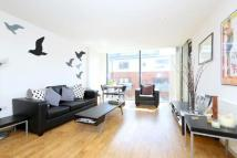 Flat to rent in Waterson Street, Hoxton