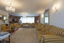 Flat for sale in Avenue Close...