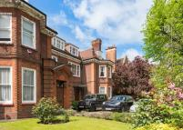 1 bedroom property in Avenue Road...