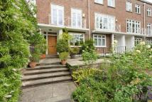 4 bed property in Loudoun Road...