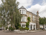 4 bed Flat in Longbeach Road, Battersea