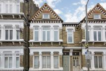 3 bedroom Flat in Thirsk Road, Battersea