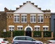 2 bed property in Blenheim Gardens, Brixton