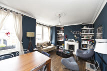 Flat in Honeybrook Road, London