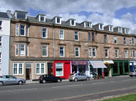 Flat to rent in West Clyde Street...