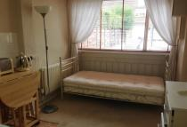 Studio flat to rent in Hatherall Road...