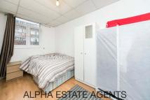 Studio apartment to rent in Kember Street,  London...