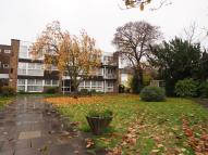 Flat to rent in Foxgrove, London, N14
