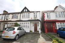 3 bed End of Terrace house in Blakesware Gardens...