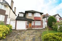4 bedroom Detached home in The Chine, London, N21