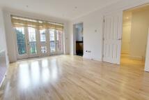 Flat to rent in Aldermans Hill, London...