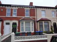 Flat to rent in Holmfield Road...