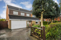 Detached house in Perryfield Road, Crawley