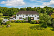 7 bed Detached property in Oaks Road, Shirley Hills