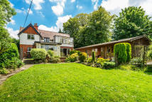 Detached house in Stanstead Road, Caterham