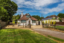 Detached Bungalow for sale in Reigate Road, Hookwood