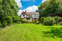 3 bed Detached property for sale in Stanstead Road, Caterham