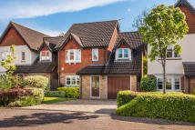 Detached house in Lincolns Mead, Lingfield