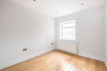 Apartment to rent in The Broadway, London