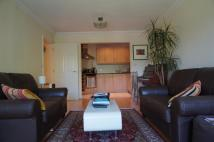 Apartment to rent in Juliana Close, London, N2