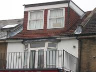 Flat to rent in Albert Road, Portsmouth...