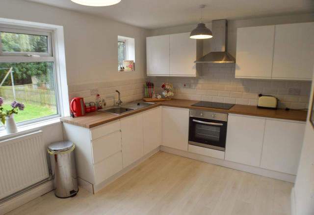 Large Kitchen / D...