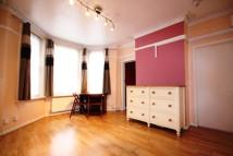 Flat to rent in York Road, Guildford...