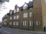 1 bed Flat to rent in Portsmouth Road...