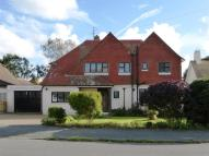 4 bed Detached property in SOUGHT AFTER TREE LINED...
