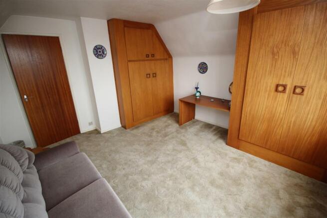 bedroom 3 (2).JPG