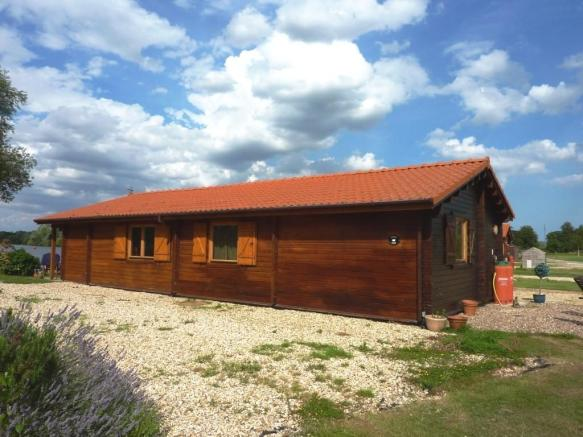 2 Bedroom Log Cabin For Sale In Cygnus Olor Tattershall