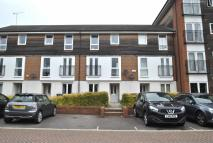 Town House to rent in Meadow Way, Caversham...