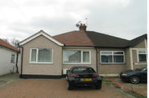 2 bedroom Semi-Detached Bungalow in Sandown Way, Northolt