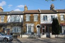 Flat to rent in HORNSEY PARK ROAD