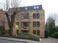 Studio flat in Queens Road, Brentwood...