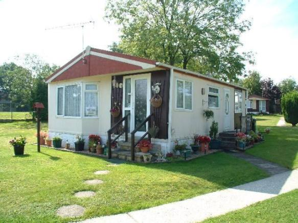 2 Bedroom Mobile Home For Sale In Blackbushe Park Dungells Lane
