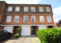Town House to rent in Queen Close...