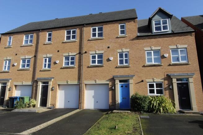 3 bedroom town house for sale in lowes drive tamworth b77