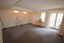 Town Ground Flat to rent
