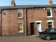 2 bedroom Terraced house to rent in Queen Street...