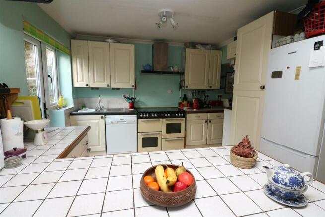 Kitchen/Dining/Breakfast Room: