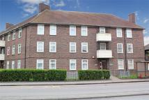 1 bed Ground Flat in Porters Avenue, Dagenham...