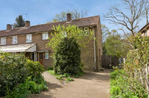 3 bed property in Beech Close...