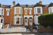 2 bedroom Flat in Woodside, Wimbledon
