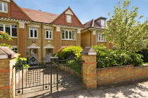 5 bedroom house in Cottenham Park Road...