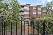 3 bedroom Flat in Warwick Court...